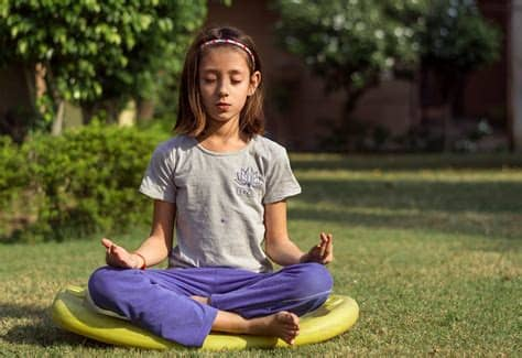 La méditation peut être pratiquée par les enfants.